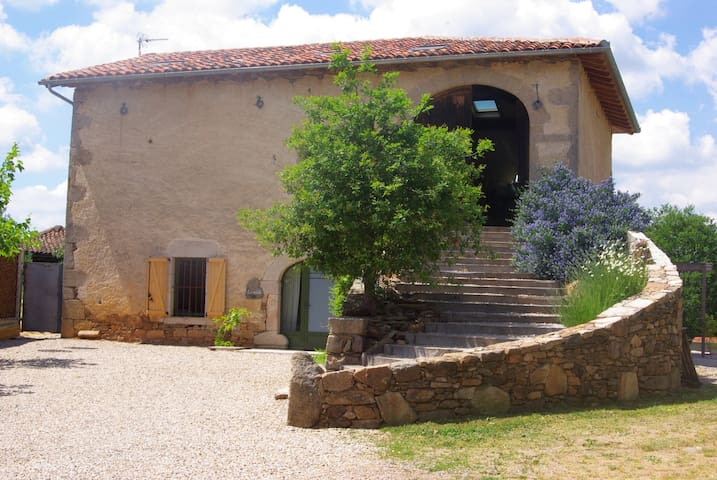 l'hirondelle - Montet-et-Bouxal - Huis