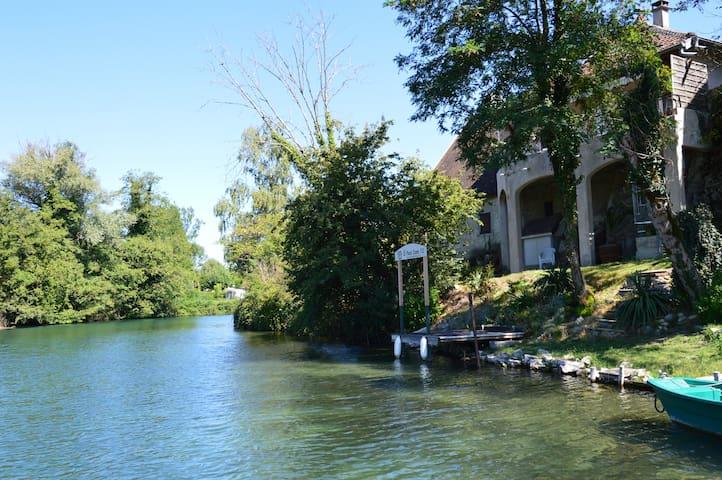 Villa pieds dans l'eau, lac du Bourget