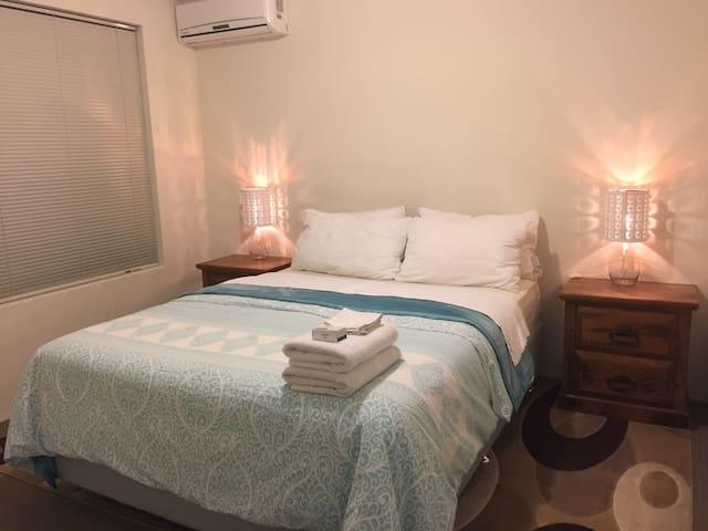 Villa Nova getaway - Kelmscott - Rumah