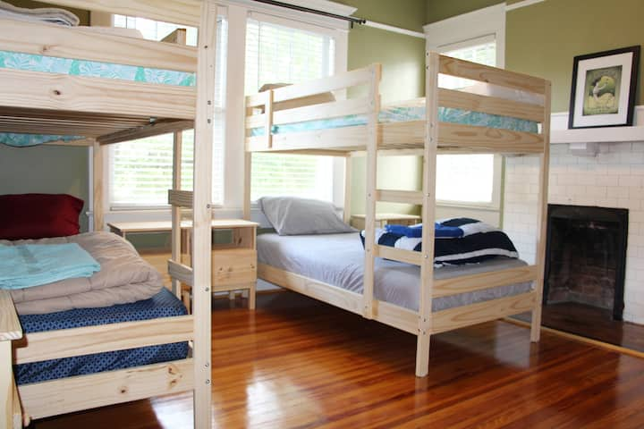 Bed in shared room sleep 4, dorm B, TRAVELERS ONLY