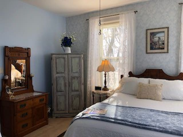 Cloran Mansion Bed and Breakfast, John's Room