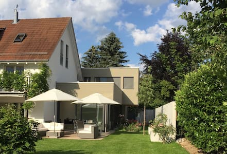 Modern wohnen im Grünen - Rafz - ゲストハウス