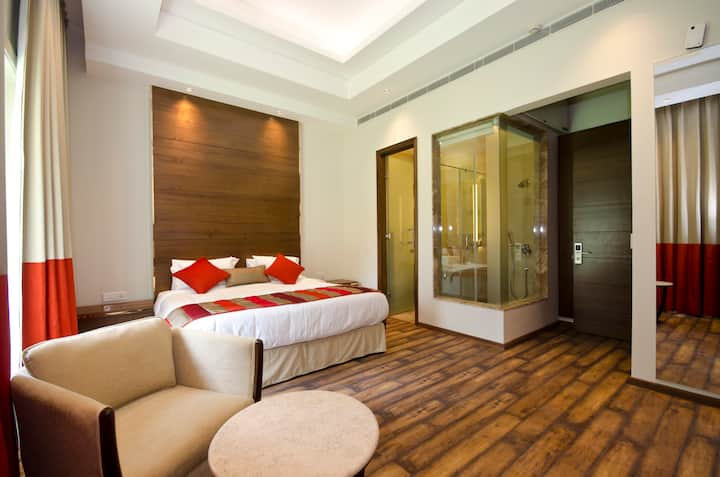 Luxury Room with King-Size Bed in Central Delhi