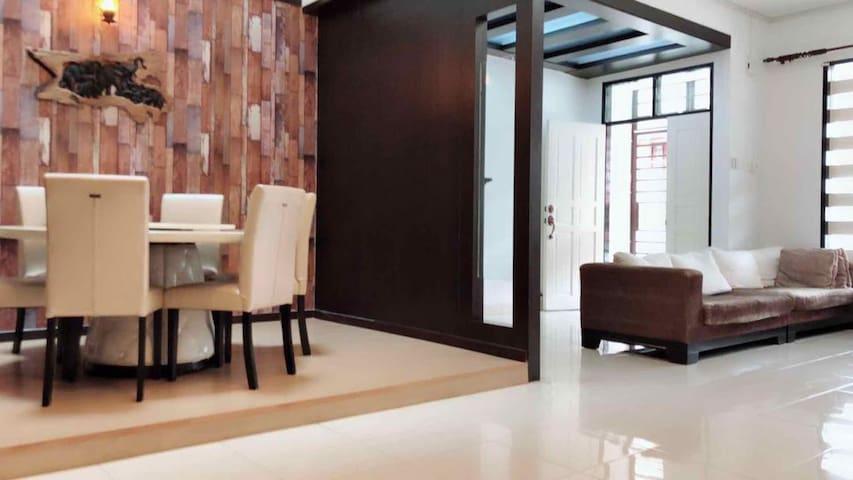 民宿-5房式双层排楼民宿-Austin Perdana, JB Homestay