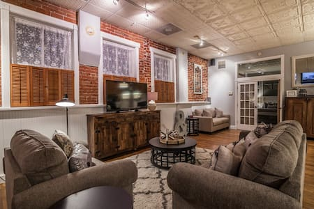 Beautiful, Unique, Loft in Old Town! - Fort Collins