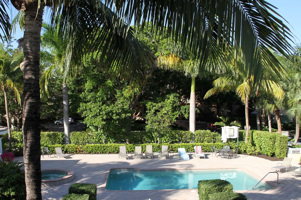Ultimate tropical getaway in olde naples condominiums for Tropical getaways in december