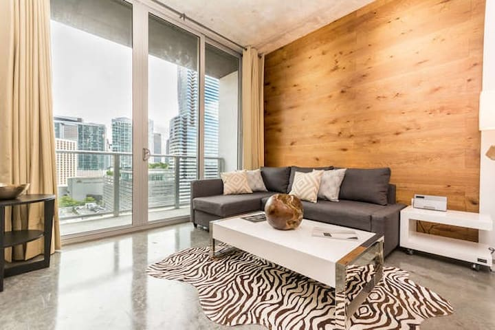 AMAZING APARTMENT, DOWNTOWN,BRICKELL W PARKING !!!