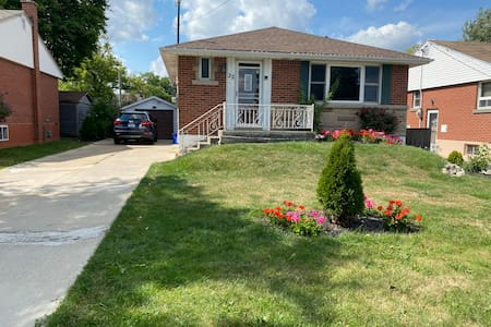 Gorgeous 3 bedroom bungalow with 4 parking spots