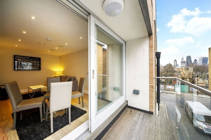 Bright modern one bed flat for up to 4 people