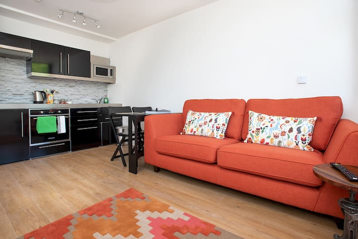 Modern 1 Bed Apartment in City Centre - 305