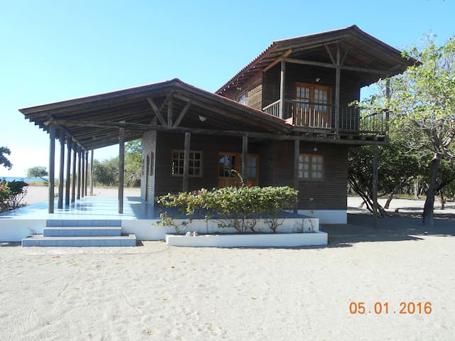 Tecolapa Farm and Beach - Pochomil Viejo - House