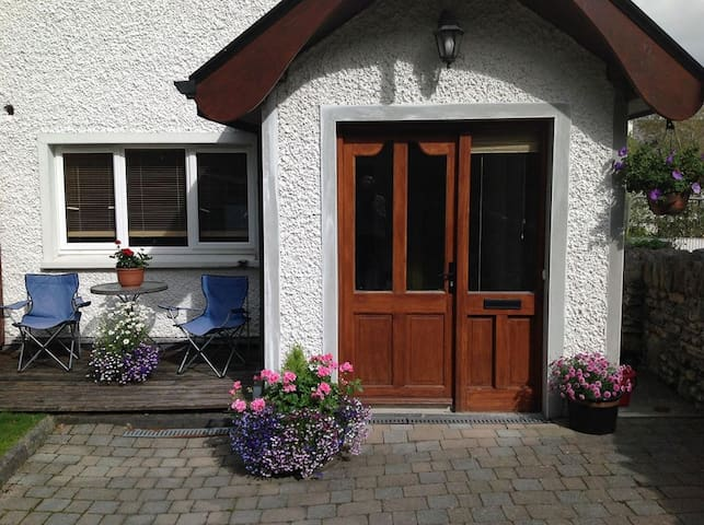Hawthorn Lodge - Central Location - Kenmare - Huis