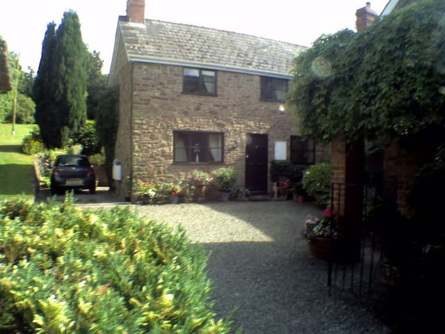 lovely Self-Contained Annexe, free wifi,