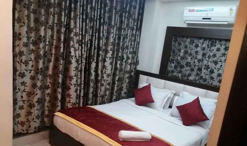 Ashreen Guest House Deluxe Room