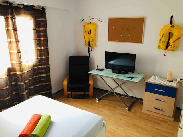 Double bedroom near Valencia CityCentre WIFI +TVH2