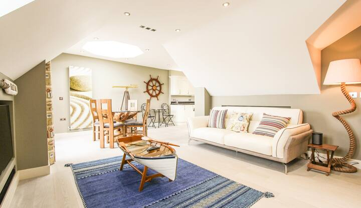 Luxury Quayside Penthouse-Unrivaled Coastal Views!