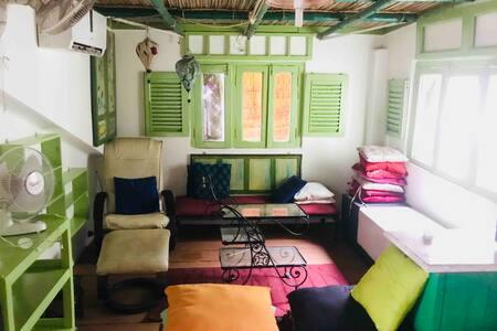 Vanilla Homestay1 Lakeside suite with private bath