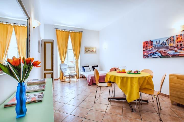 Colorful and spacious flat near Termini Station