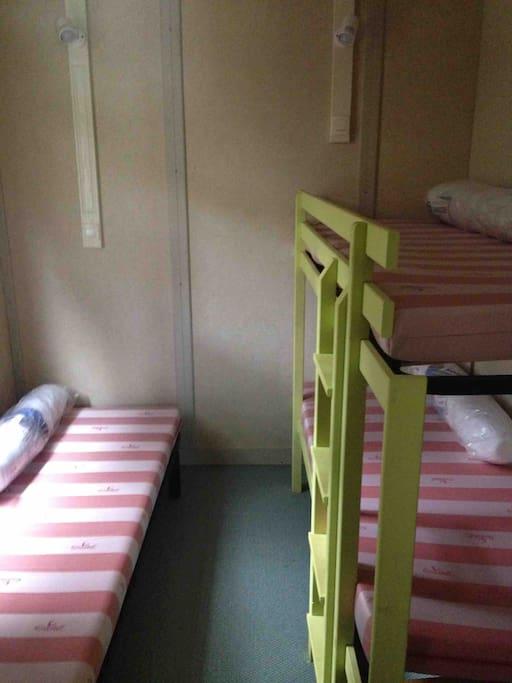 Chambre 2 ( lit superposé).