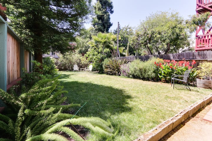 Private Mission Garden Master Bed/Bath