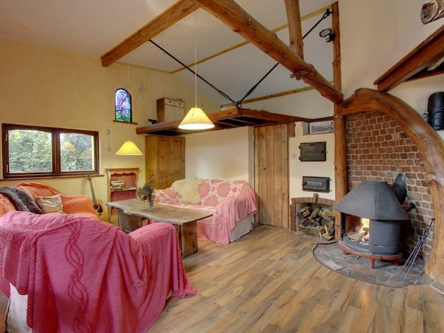 3 Cliffs Magical Quirky EcoHouse  Romantic Getaway