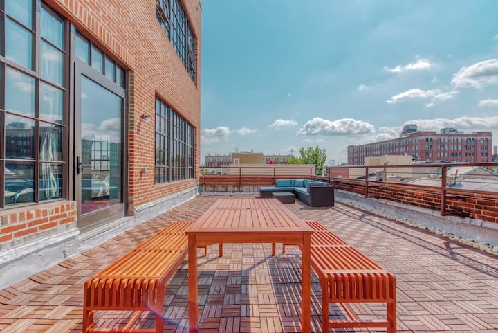 Exclusive & Spacious 3-bed Loft | Massive Private Deck | Discounted Parking