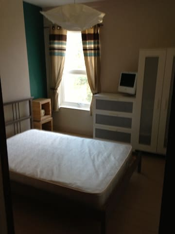 Room - Wolverhampton - House