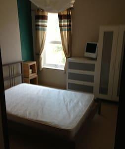 Room - Wolverhampton - House