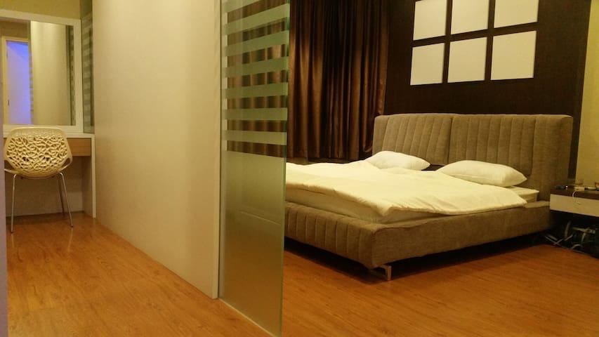 Honeymoon Room@Xell's Kristal Condo