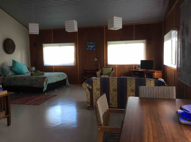 Rural retreat, Peaceful cabin fully self contained