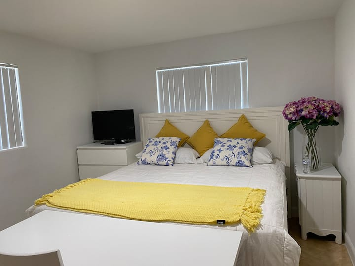 Enhanced Cleaning Private w/ King Bed & Free Prkg