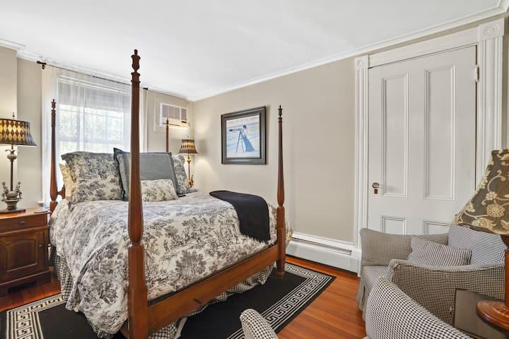 Room 26 - Martin House Inn - 1 Full bed