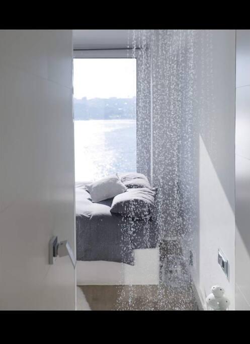 Una ducha con vistas al mar
