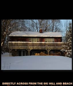 NoWorriesChalet.com Across from Ski Hill & Beach - Calabogie