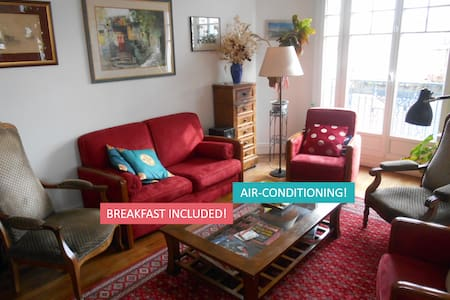 Bright floral room / Air conditioning/Eiffel Tower