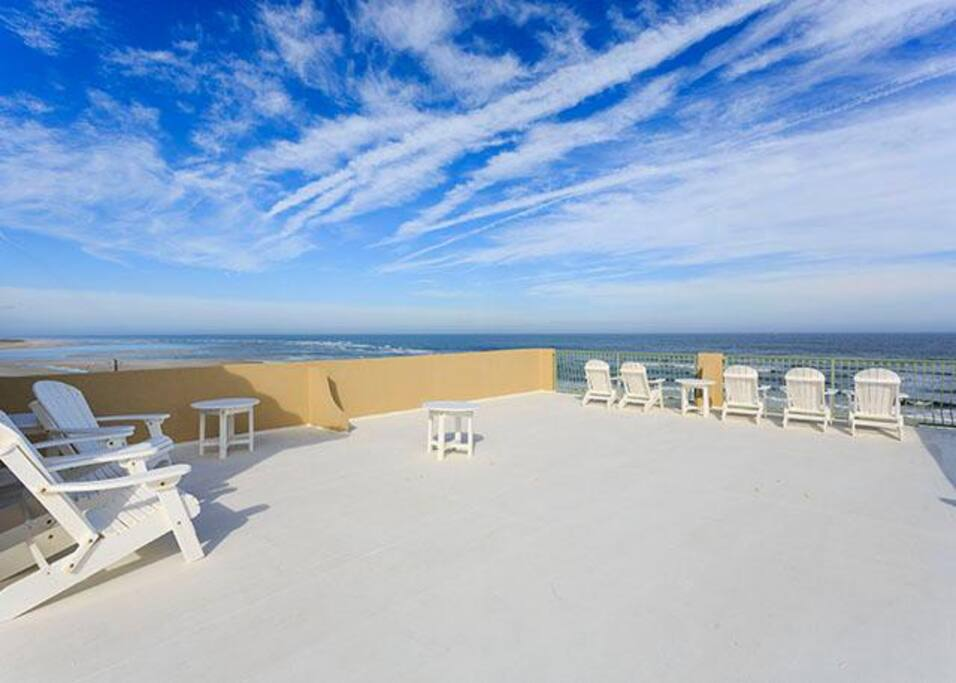 Rooftop Deck - Endless sea and sky and even sunset - The 1,500-square-foot rooftop deck offers panoramic views of the Atlantic Oc