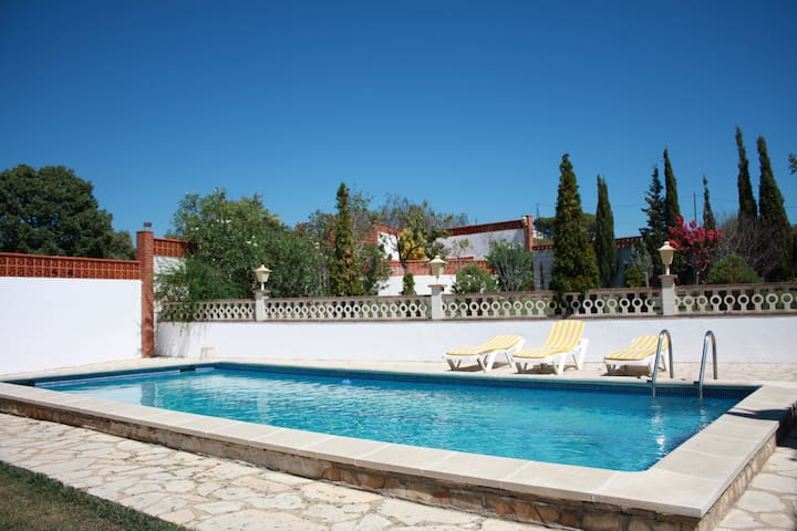 Blanes Villa for 6/8 with Pool & Tennis crt. - Blanes - Villa