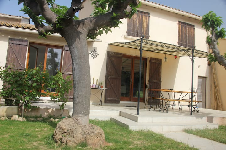 Maison à Pézenas, au calme, avec piscine, wifi