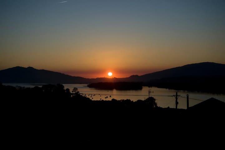 Casa de Santiago: rio, mar e a Galiza em frente - Gondarém - วิลล่า