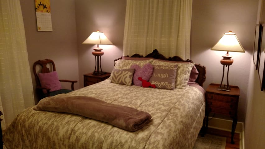 Lilac Room, Queen Bed, Garden View - Tacoma - Maison
