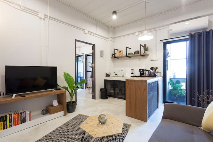 Stylish Industrial 2BR Flat - Netflix, Kitchen