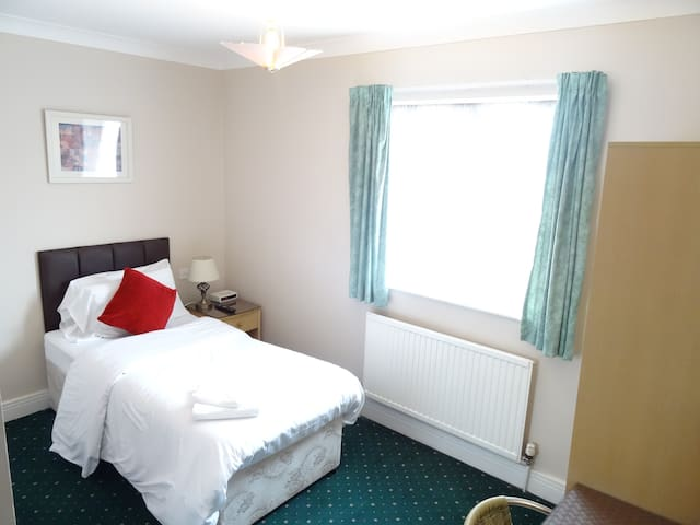 Aj Lodge, Twin with ensuite