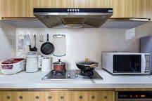 厨房电饭煲微波炉豆浆机恒温水壶一应俱全