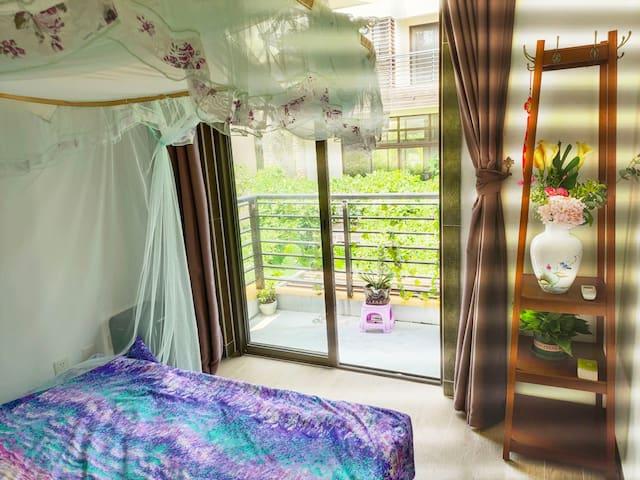 温馨海边度假东部华侨城旅游情侣大床房