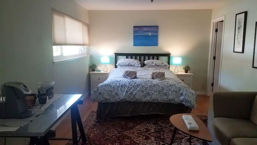 bedroom/ bathroom en-suite in West Davis