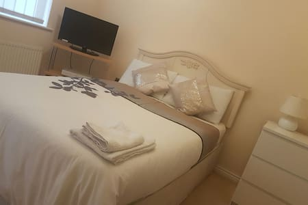 Cosy Ensuite Double Bedroom - Chafford Hundred