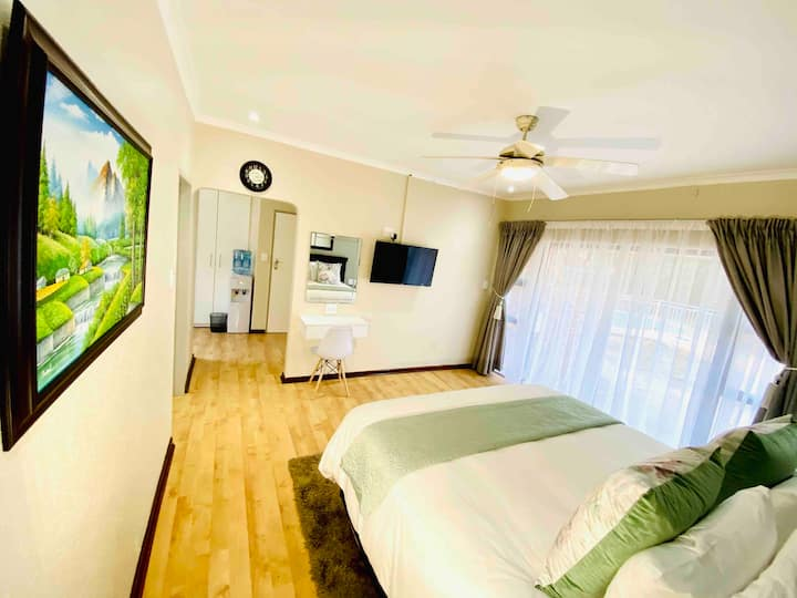 C&C HOTEL VIBES  UNIT 6, SELF CATERING GUEST HOUSE