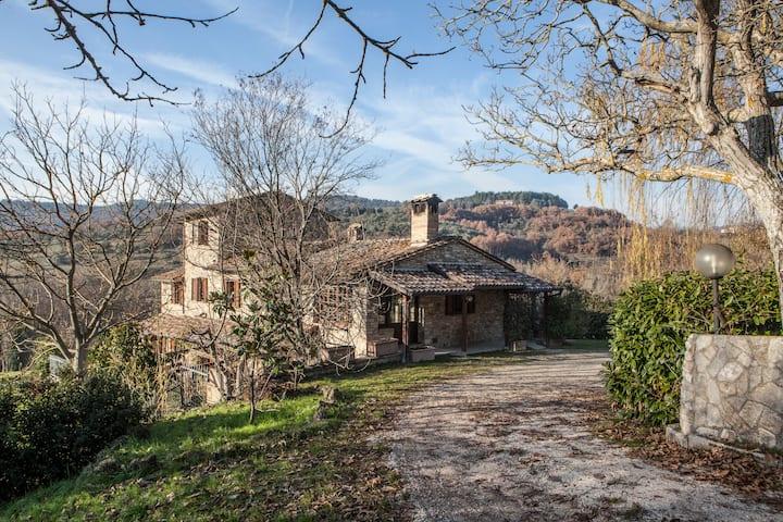 Bellissimo casale immerso nella natura ad Assisi