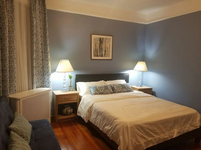 Lovingly spacious 2 Bedrooms   10min to NYC   Wifi - West New York - House