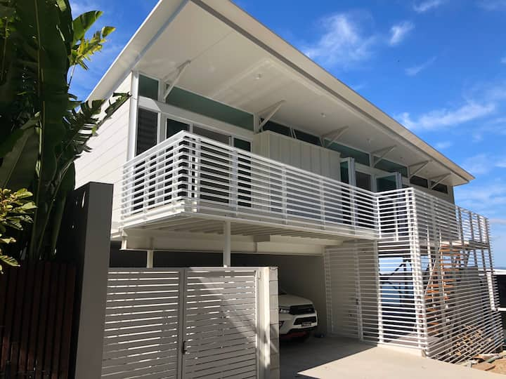 The Bays Coolum 1 Bed entire bottom. Ocean views.